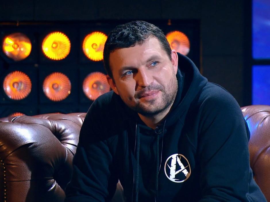 Константин Кулясов рассказал об учебе при свечах, похмельных концертах и московском метро